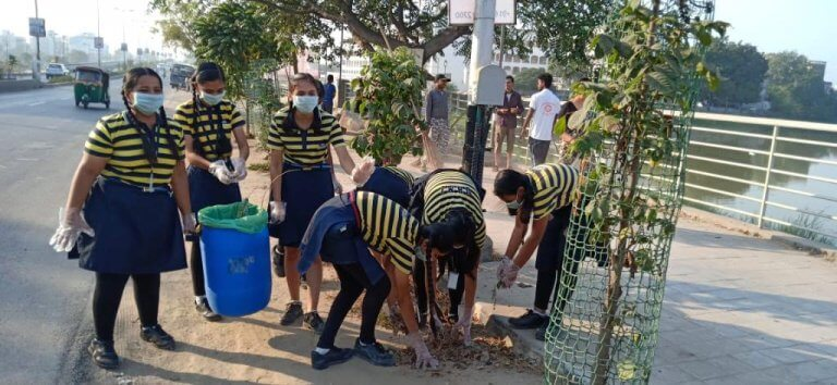 These kids conducted a garbage cleaning drive in their locality